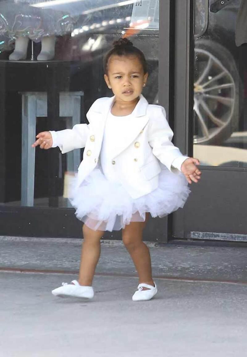 La hija de Kim Kardashian y Kanye West fue captada cuando salía de sus clases de ballet en Los Ángeles, luciendo outfit Balmain.