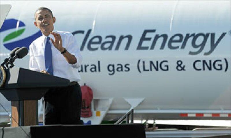 Los analistas creen que los consumidores se beneficiarán de los precios del gas natural y de la electricidad obtenida por el sol y el viento. (Foto: Cortesía CNNMoney.com)