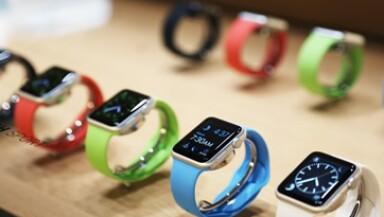 Samsung Electronics Co Ltd, Sony Corp y LG Electronics Inc han lanzado los rivales del Apple Watch. (Foto: Reuters )