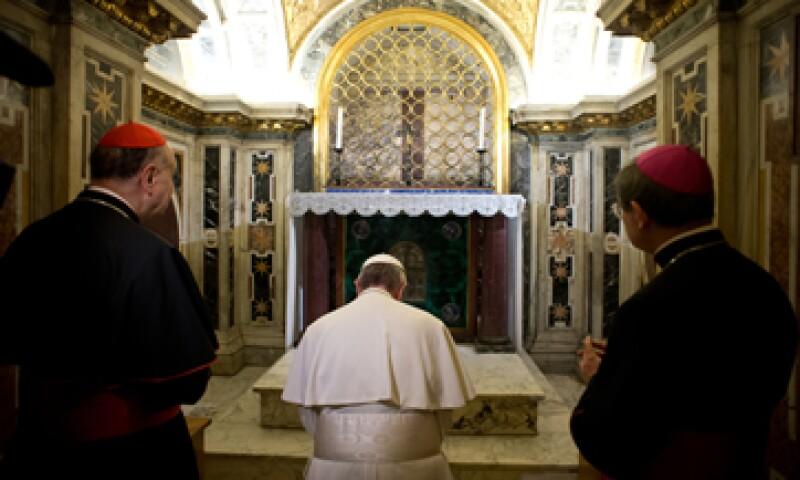 Antes de renunciar, Benedicto XVI dejó un informe secreto sobre el escándalo para Francisco. (Foto: AP)
