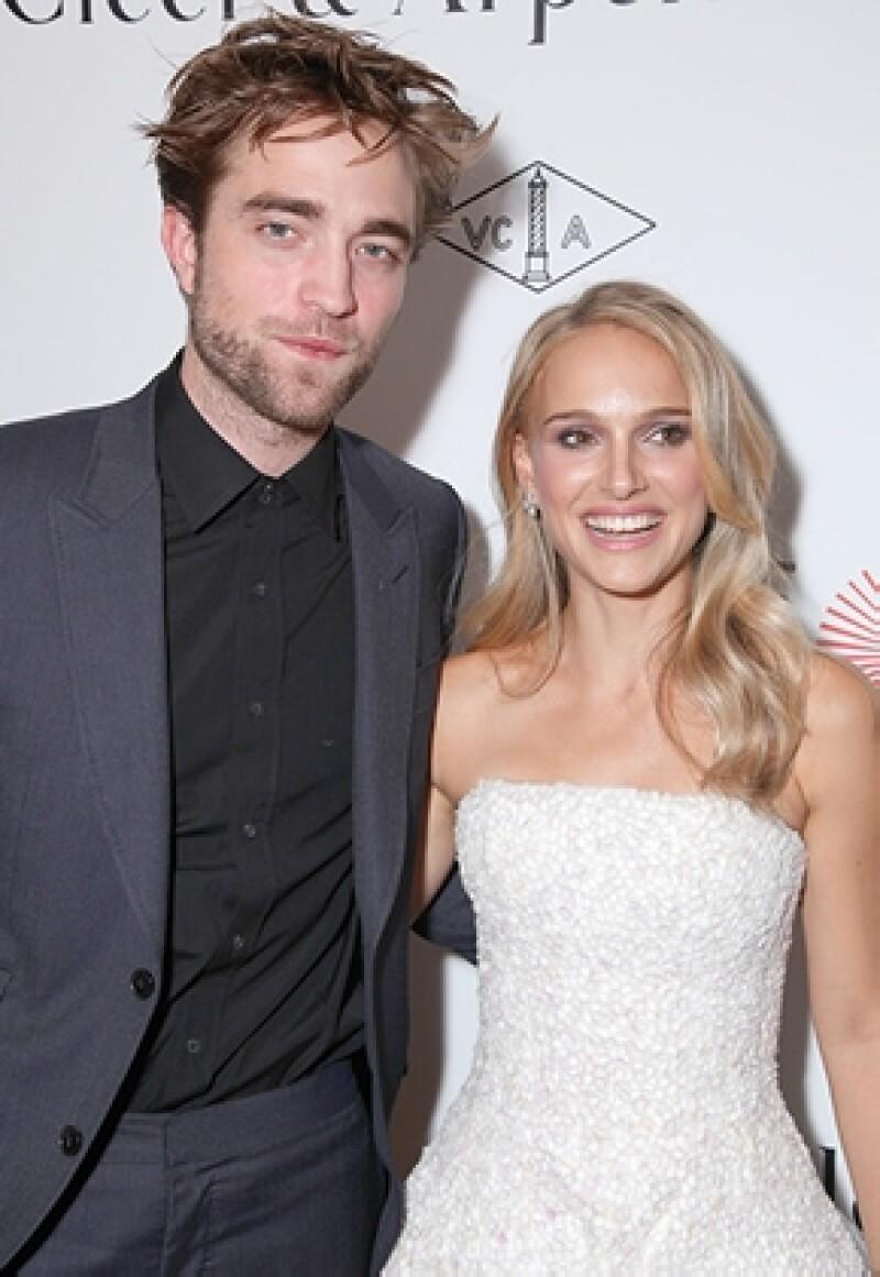 Entre rumores de una posible reconciliación con Kristen Stewart, el actor se divierte con amigos.