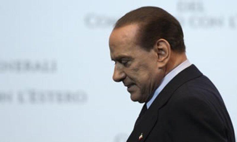 Berlusconi lucha por mantener unida su coalición de centroderecha y lograr apoyo en el Parlamento. (Foto: Reuters)