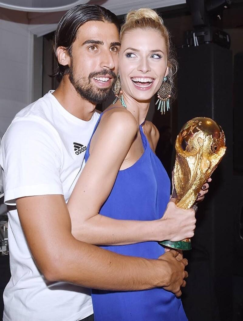Aunque su novio no jugó por una lesión, ellos celebraron muy románticos el triunfo.
