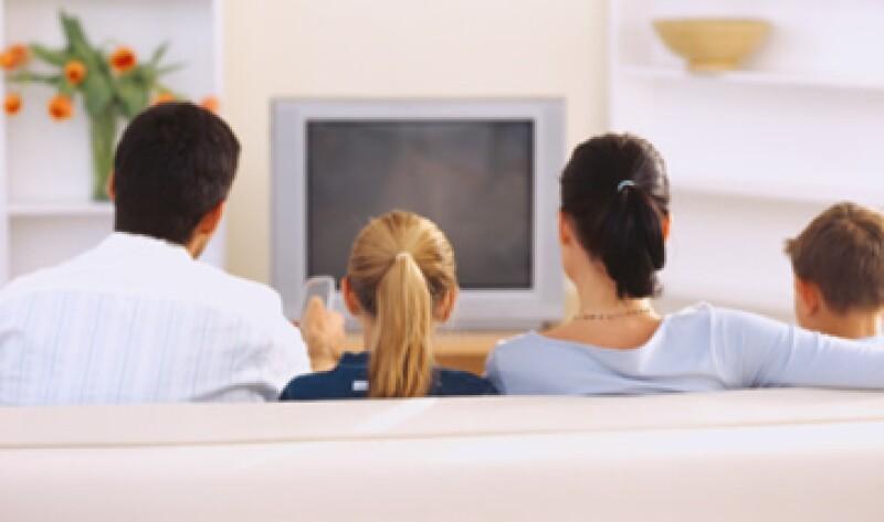 Cofetel ha dicho que se deben dar codificadores a las familias de bajos ingresos para que puedan ver la tv digital. (Foto: Thinkstock)