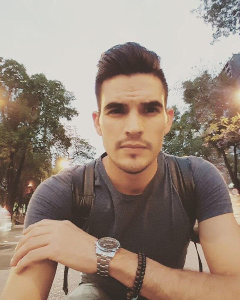 De acuerdo con una amiga cercana, Adán Aguilar murió tras ser apuñalado y golpeado durante un asalto ocurrido en las calles de la colonia Doctores en la Ciudad de México.