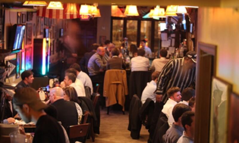 """""""Al diablo el shutdown. Ven y bebe con nosotros hasta las 2 am"""", anunciaba el Capitol Lounge. (Foto: Tomada de capitolloungedc.com)"""