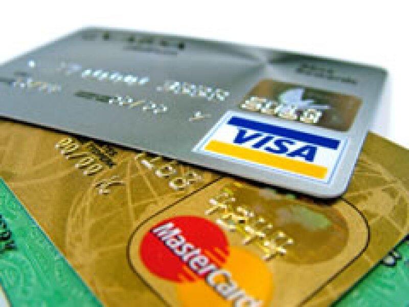 En Estados Unidos un hogar tiene 13 tarjetas de crédito, en promedio, dice el autor. (Foto: Especial)