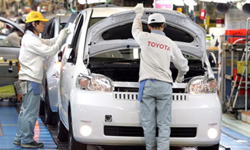 Toyota notificará a sus clientes sobre a dónde podrán acudir a la revisión sin costo. (Foto: EFE)