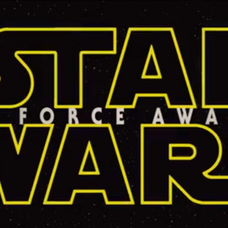 El halcón milenario, un Sith encapuchado, así como un ejército de stormtroopers aparecen en las primeras escenas de la esperada película que se estrenará el 18 de diciembre de 2015.