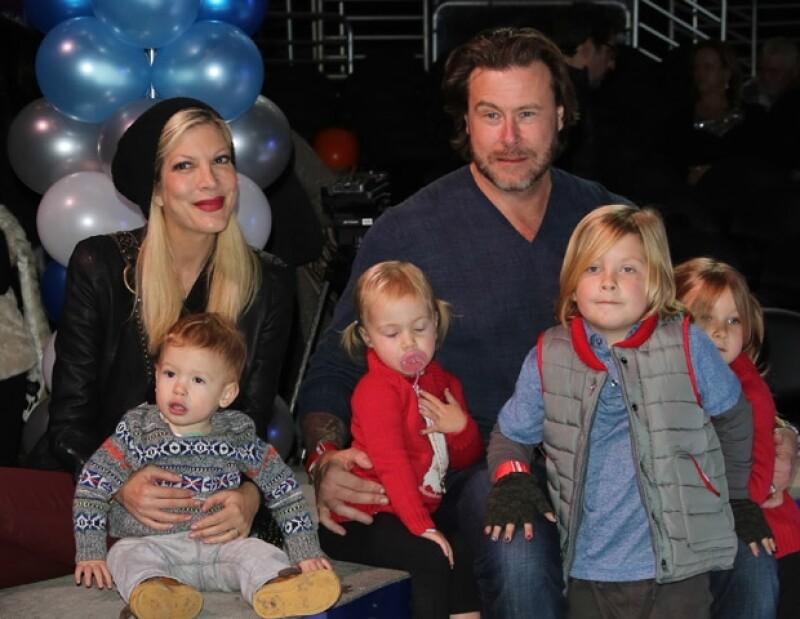La actriz y Dean McDermott cumplieron ocho años de casados en medio del escándalo mediático y los problemas que han sufrido como pareja.