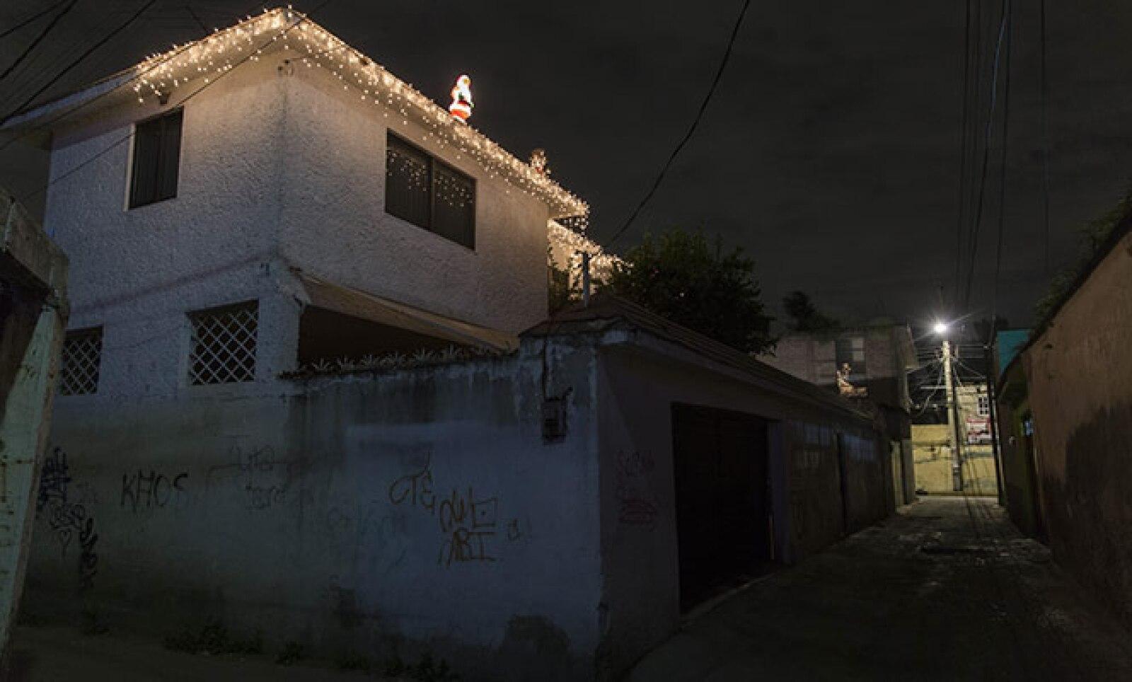 Algunos vecinos de Xochimilco comentaron que las decoraciones en las casas han bajado, hasta en un 30%, principalmente por los altos costos de luz que representa.