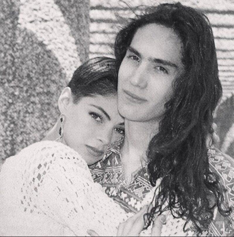 La esposa del cantante mexicano compartió un sorprendente throwback en el que vemos como tanto ella como Benny han cambiado con los años.