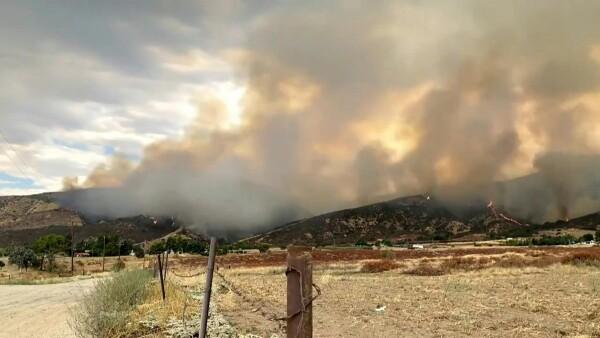 Los fuegos artificiales en una fiesta desatan un incendio forestal en California