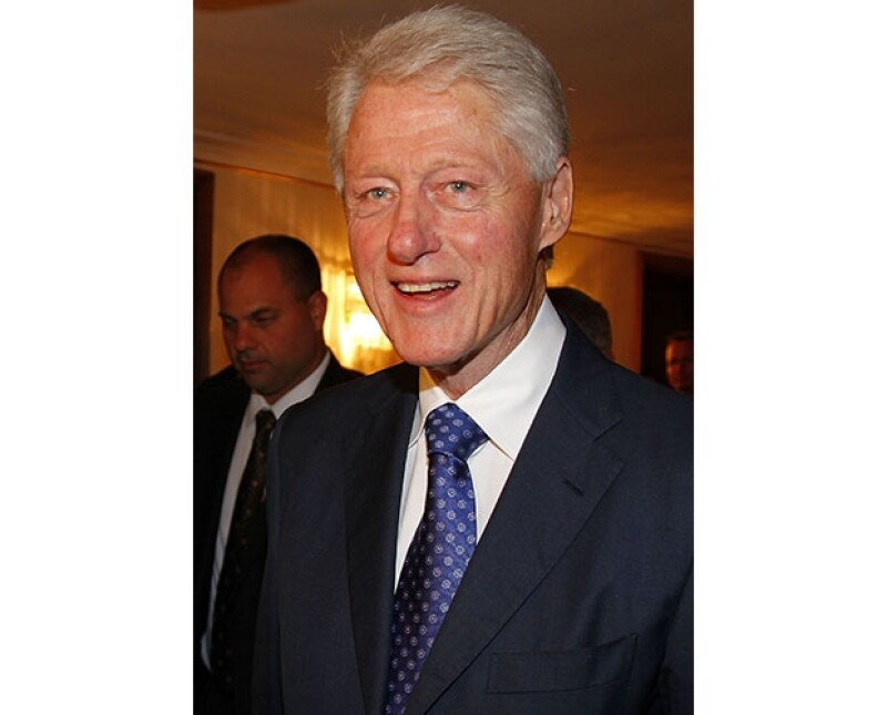 El ex presidente de los Estados Unidos entró a una boda en un salón del hotel donde se hospedaba para presentarse con los novios.
