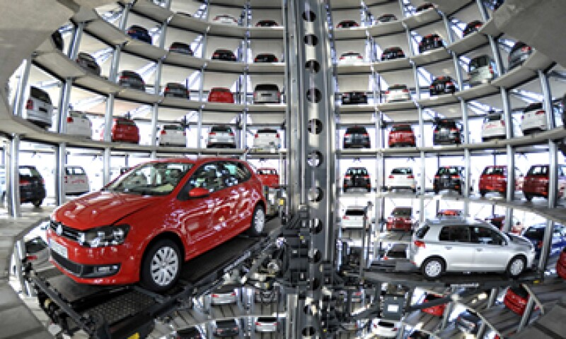 La suspensión de la venta de los vehículos diésel podría costarle 18,000 mdd a Volkswagen. (Foto: Archivo)