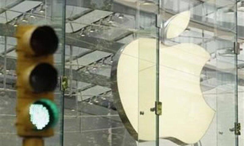 Apple ya entabló una demanda contra Samsung en abril en EU. (Foto: Reuters)