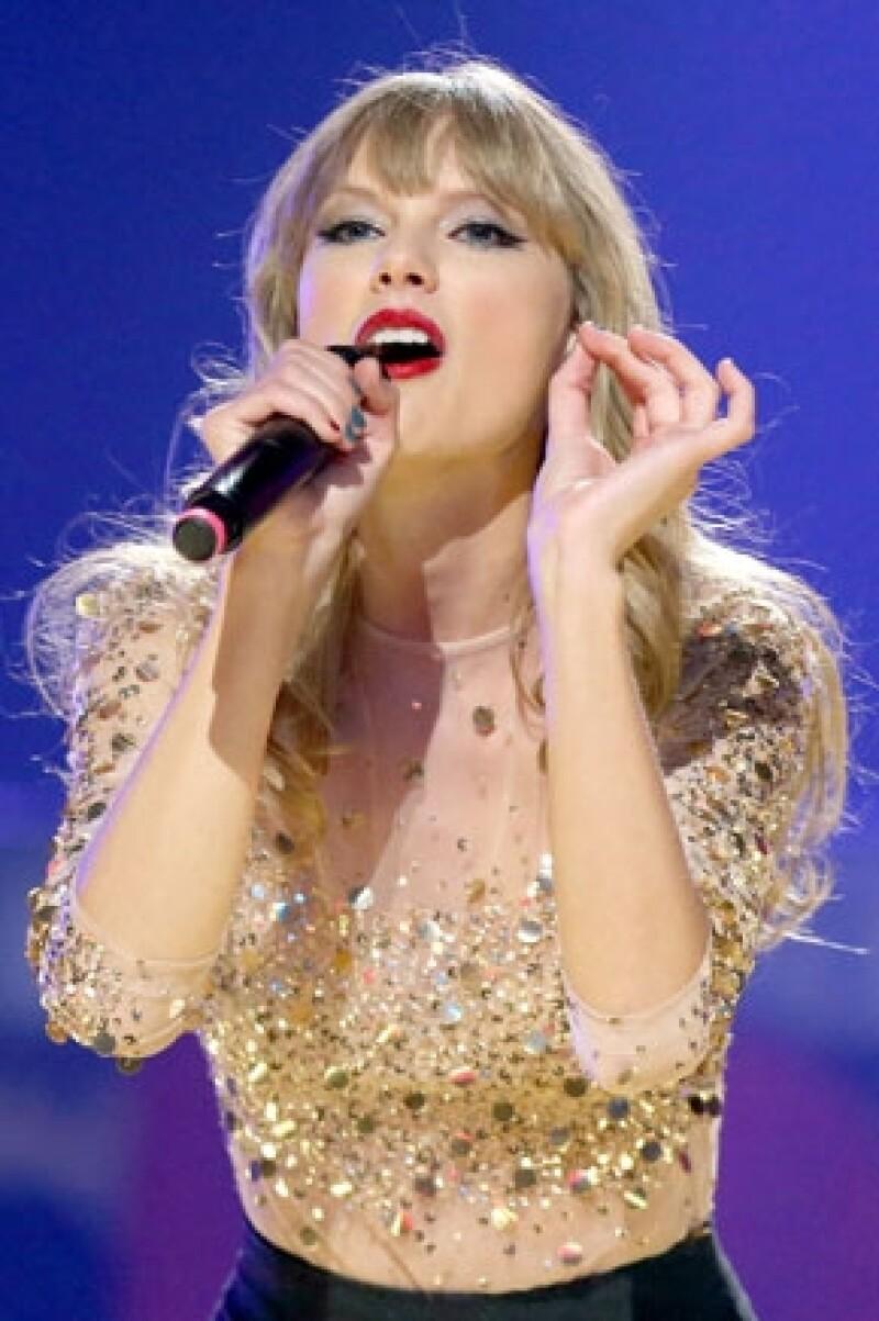 Sus amigos aseguran que la cantante sólo quiere ser amada pero por el trabajo a veces tiene que dejar esa parte a un lado.