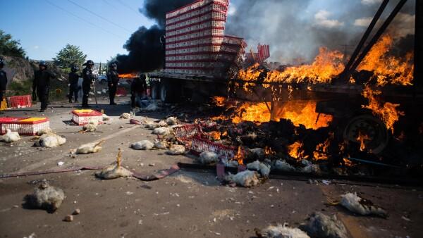 Los bloqueos en las carreteras de la zona del Istmo y los Valles Centrales de Oaxaca han generado encarecimiento y desabasto de productos básicos, según los empresarios.