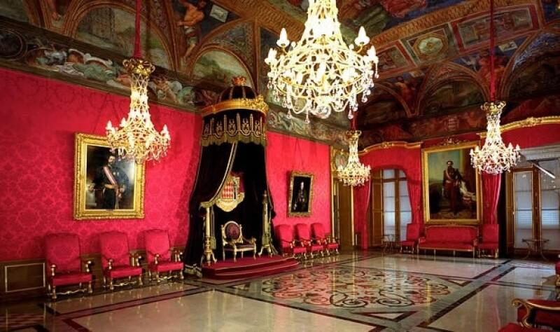 La boda civil fue en el Salón del Trono del Palacio del Príncipe, donde también se casó el abuelo de Andrea, Rainiero III.