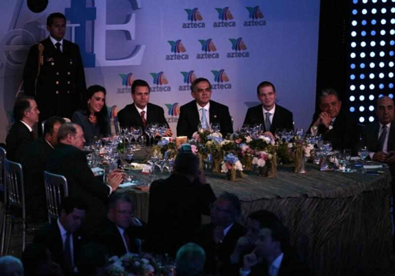 La celebración se llevó a cabo en las instalaciones de Azteca Novelas; a la cena acudieron políticos y talento artístico de la empresa televisora.