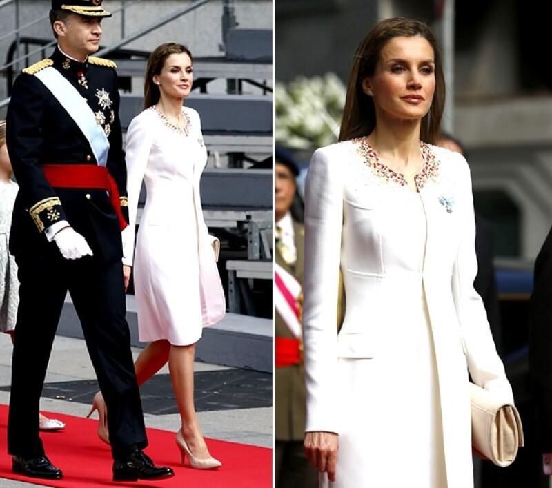 Un diseño en blanco de Felipe Varela fue la elección de Letizia para su estreno como Reina. (Foto: Getty Images