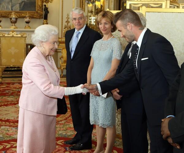Reina Isabel  y David Beckham 3