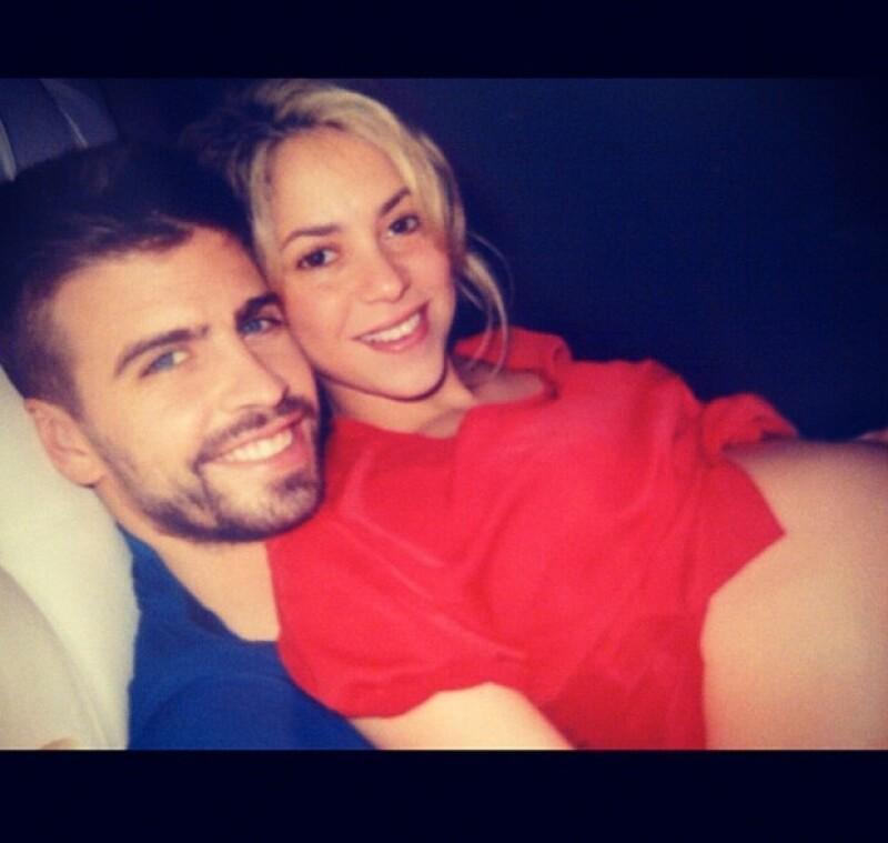 Hace unos momento la cantante colombiana compartió una imagen donde está con su novio Gerard Piqué reposando antes de recibir a su primogénito.