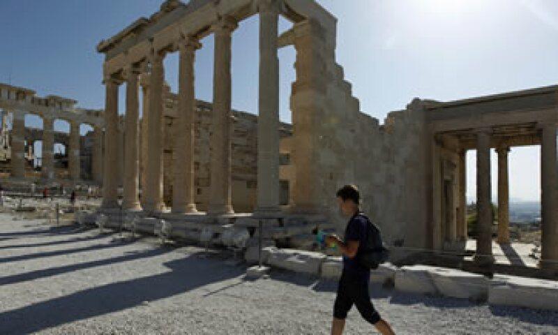Atenas lucha por cumplir sus metas fiscales bajo un plan de rescate acordado con sus prestadores internacionales para asegurar fondos continuos. (Foto: AP)