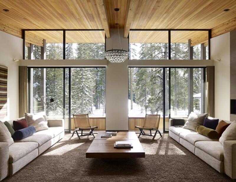 Evita los espacios cerrados y aprovecha ventanas y puertas para que entre luz solar.