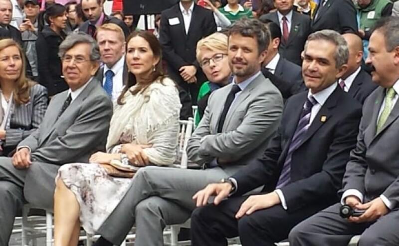 Mary y Federico acompañados por Cuauhtémoc Cárdenas y Miguel Ángel Mancera.