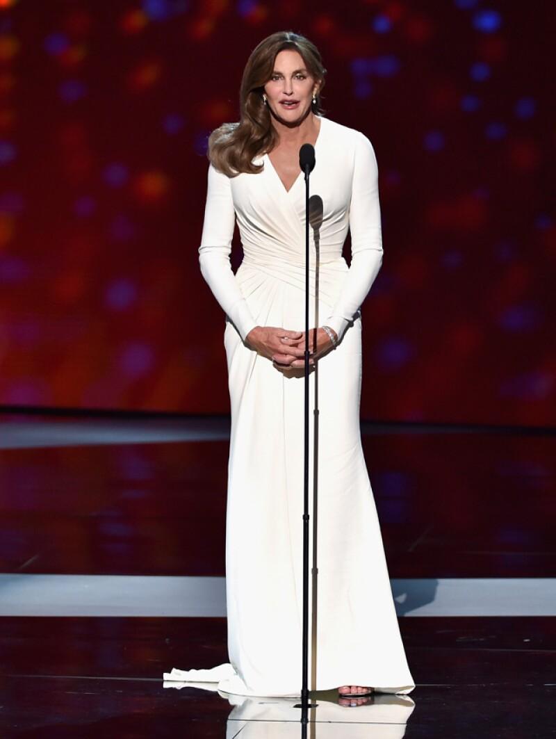 La stylist de Angelina Jolie fue la encargada de vestir a Caitlyn Jenner para los premios ESPYS, así que no nos sorprende que haya adoptado un look similar al de la esposa de Brad Pitt.