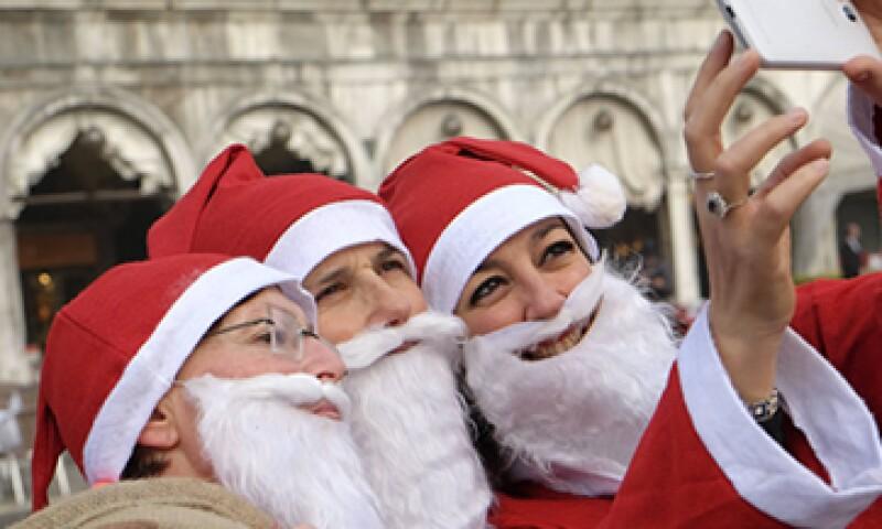Con la aplicación EyeEm podrás adornar tus fotos navideñas con más de 20 filtros. (Foto: Reuters )