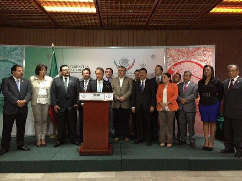 Yunes Linares interpuso una denuncia contra cinco exfuncionarios del gobierno de Javier Duarte, quienes ahora son legisladores federales.