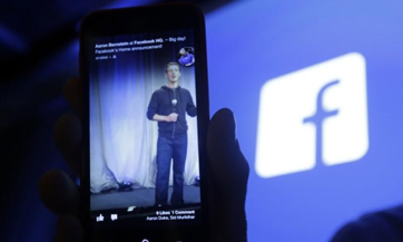 Zuckerberg toma un desafío nuevo cada año, por ejemplo en 2010 aprendió mandarín y en 2012 dedicó parte de su tiempo a hacer programación. (Foto: AP)