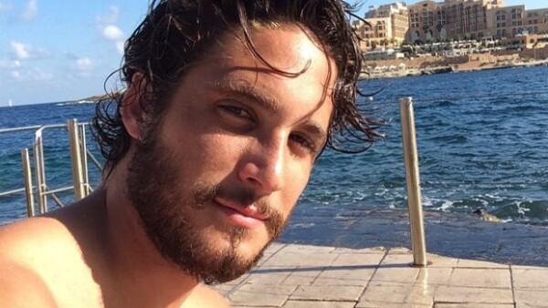 """El actor se encuentra filmando en Malta la mini serie """"The Dovekeepers"""", por lo que ha tenido que cambiar de look y dejarse crecer la barba e incluso aprender a manejar algunas armas."""