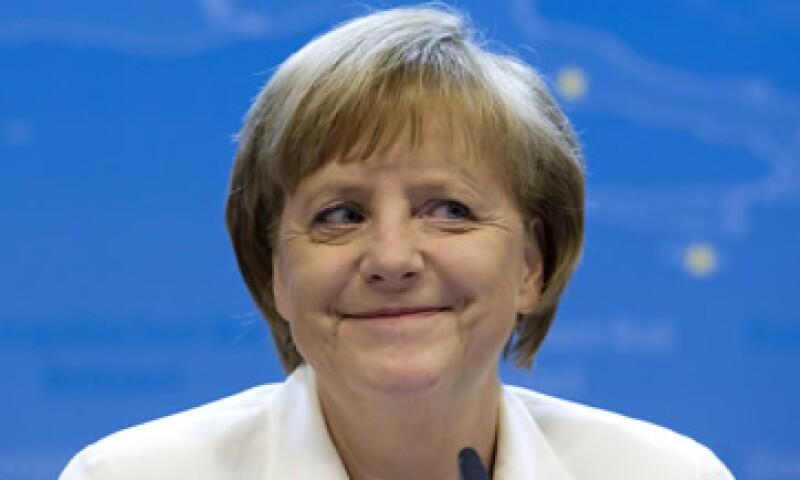 En la reciente cumbre de la Unión Europea, Angela Merkel cedió a la recapitalización directa a los bancos.  (Foto: AP)