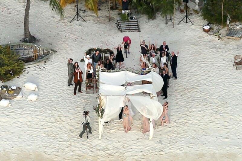La pareja se volvió a casar en una íntima ceremonia en la isla privada del actor, en Las Bahamas.