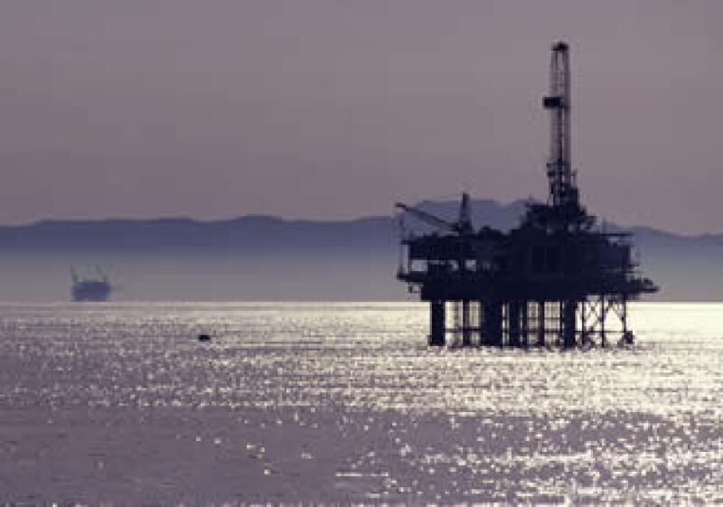 Los precios del crudo han subido 12 dólares en sólo dos semanas ante los enfrentamientos en Libia y los temores de que las protestas se propaguen a importantes productores petroleros como Arabia Saudita. (Foto: Photos to go)