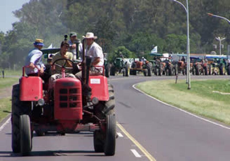 En 2008, el agro argentino realizó huelgas, bloqueos y manifestaciones ante un alza impositiva. (Foto: AP)