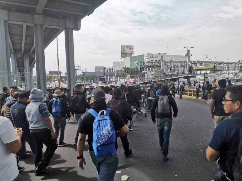 Protesta de policías en el AICM