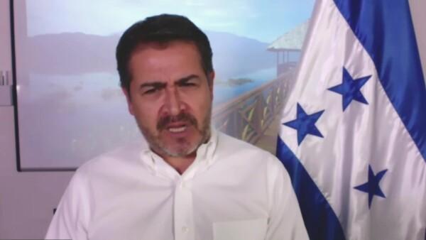 """Juan Orlando Hernández seguirá en funciones mediante el """"teletrabajo"""". Lamentó que el sistema hospitalario del país haya """"colapsado"""" por la gran cantidad de contagiados de COVID-19."""