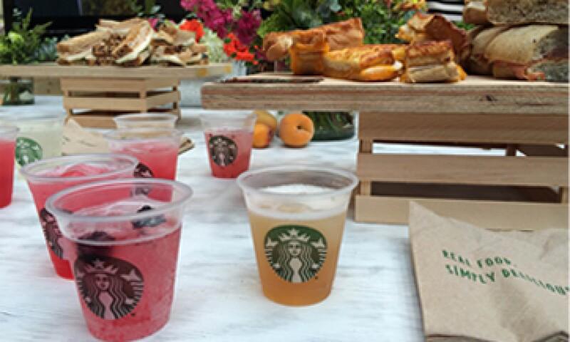La nueva línea de bebidas Fizzo estará en varias tiendas de la empresa.   (Foto: Ilse Santa Rita )