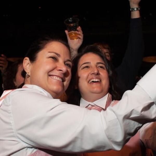 una pareja lesbiana celebra su boda