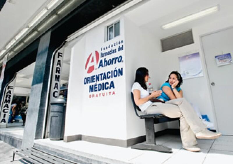 Farmacias del Ahorro ya adoptó el nuevo modelo con médicos en sus 920 establecimientos. (Foto: Alejandro Hernández Olvera)