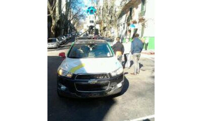 Varias unidades de Google Street View comenzaron a circular en Montevideo el 26 de junio. (Foto: Tomada de @Alfonsocosta107 )