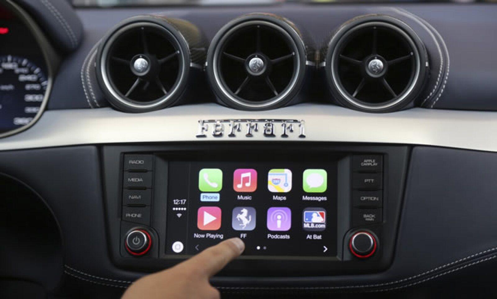 Otro adelanto de Apple fue una demsotración de CarPlay, un sistema de tecnología incorporada al automóvil que imitará la interfaz del iPhone.