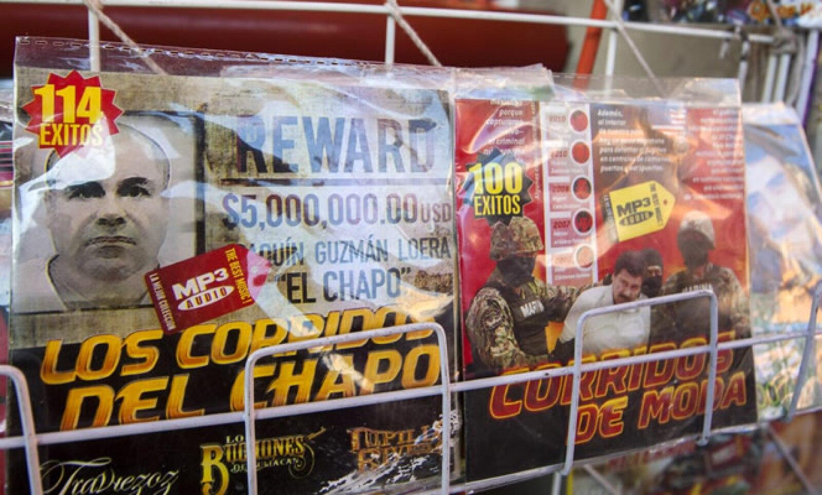 El líder del Cártel de Sinaloa adorna las portadas de algunos discos de narcocorridos.