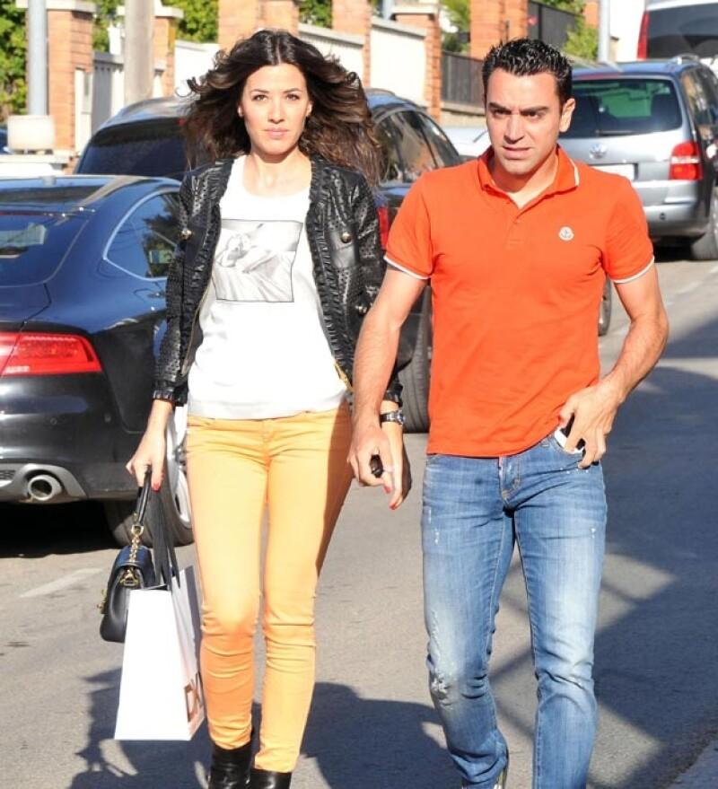 El fin de semana pasado, el jugador del Barcelona, Cesc Fábregas y su pareja Daniella Sermaan celebraron el cumple número uno de su hija Lia, a la que asistieron varios compañeros.