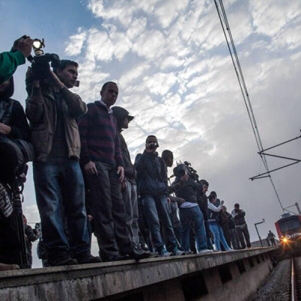 Trabajadores del Metro en Sao Paulo exigen un alza salarial a días de que inicie el Mundial.