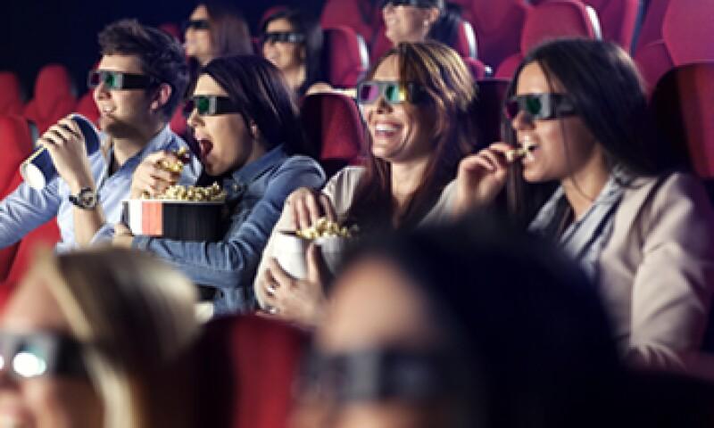 Las salas 4D utilizan la tecnología 3D y otros efectos físicos sincronizados con la película. (Foto: Getty Images)